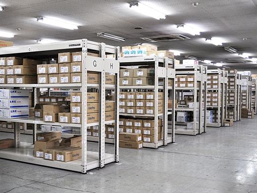 メーカーでは珍しい豊富な品揃えと在庫体制